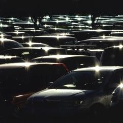 「煌めく車影」